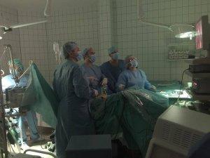 Egy vidám műtét előtti szelfivel indult a nap
